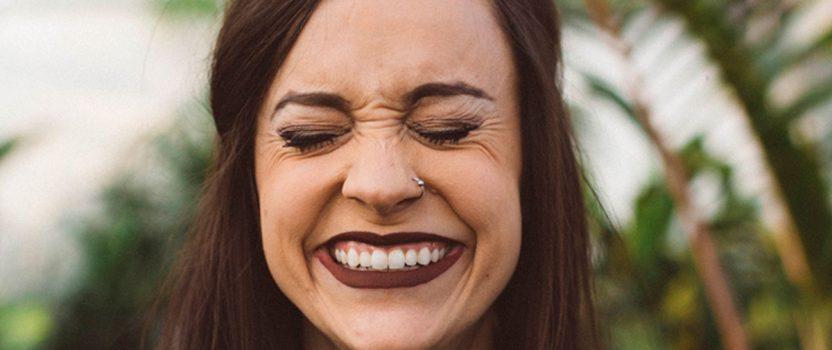 Cuál es la diferencia entre arruga y línea de expresión?