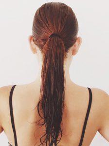 5 hábitos que destruyen tu cabello 1